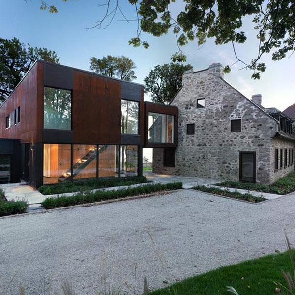 extension à ossature bois sur une maison en pierre au Canada
