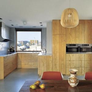 cuisine classique ouverte en bois