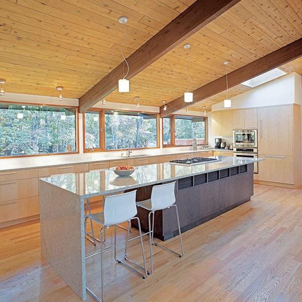 cuisine moderne en bois au parquet