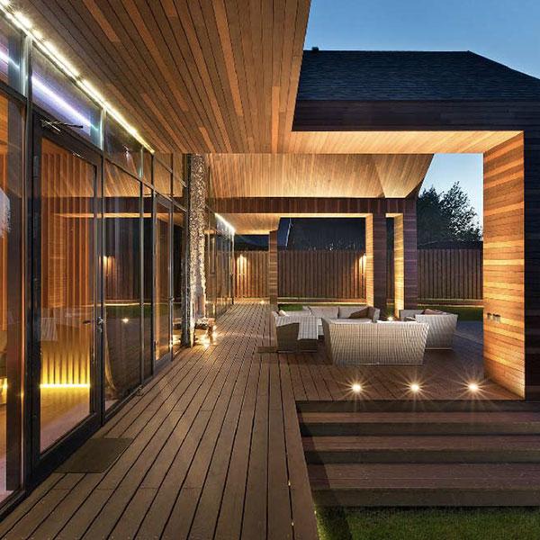 terrasse d'une maison bois en Ukraine