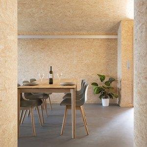 Le design des éco-chalets bois est volontairement minimaliste © Micha Riechsteiner
