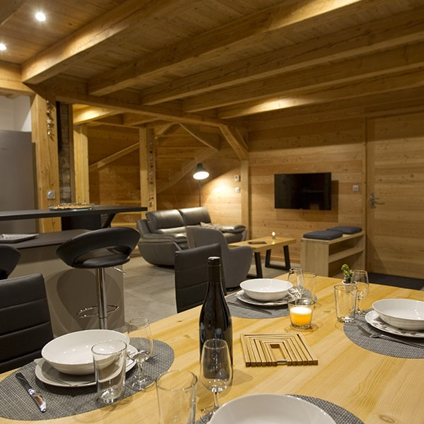 salle à manger dans maison bois