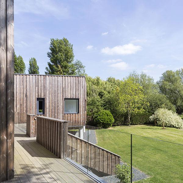 résidence secondaire en bois au Royaume-Uni avec terrasse