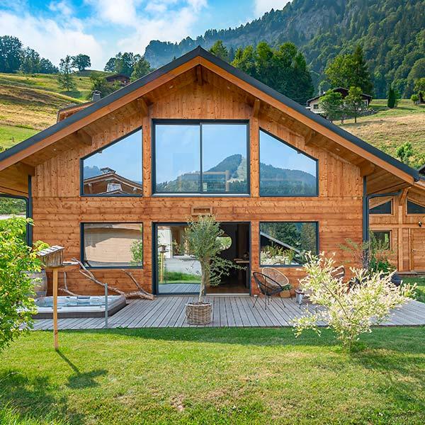 Maison rectangulaire bioclimatique - La Maison de Cèdre
