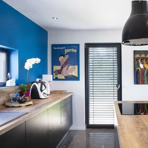 cuisine ouverte et moderne dans maison bois
