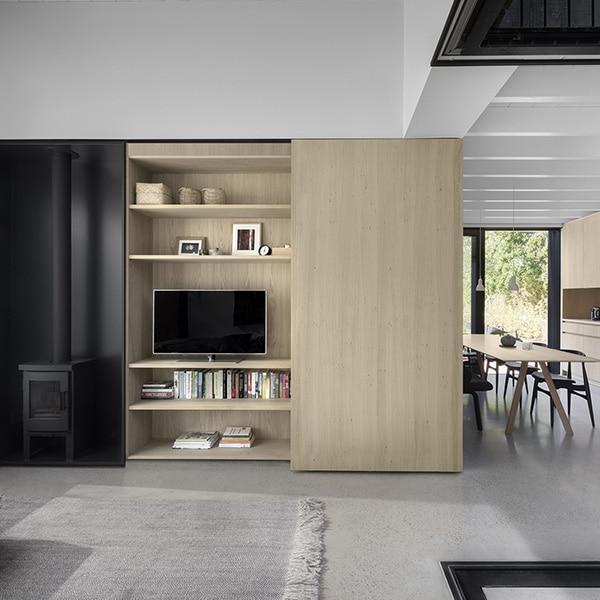 design étagère en bois dans maison bois