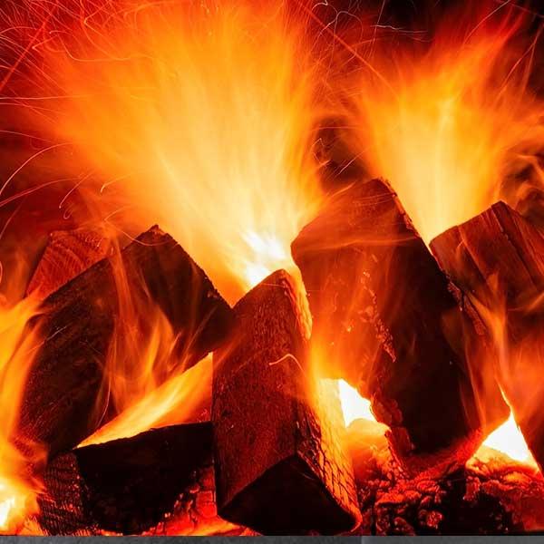 feu de bois dans une cheminée © Pixabay