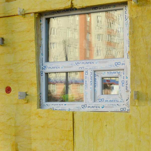 L'isolation par l'extérieur d'une façade d'une maison © Alina Kuptsova de Pixabay