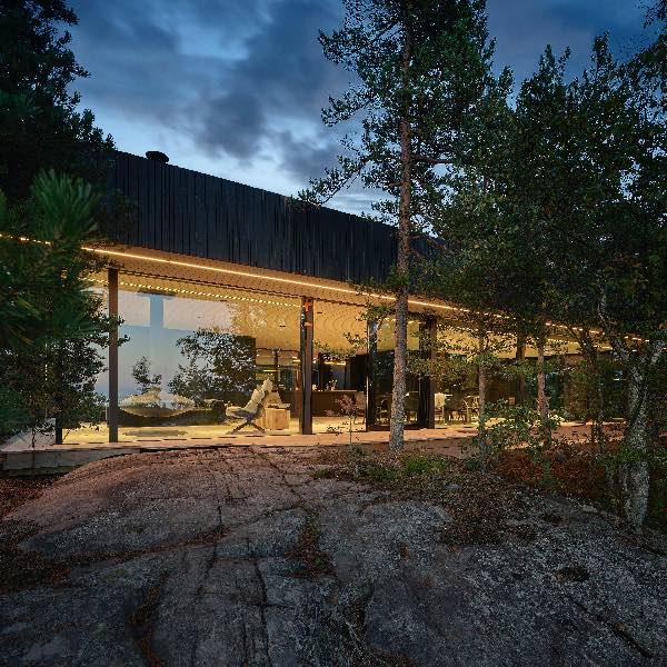 Une villa en bois en Finlande en extérieur