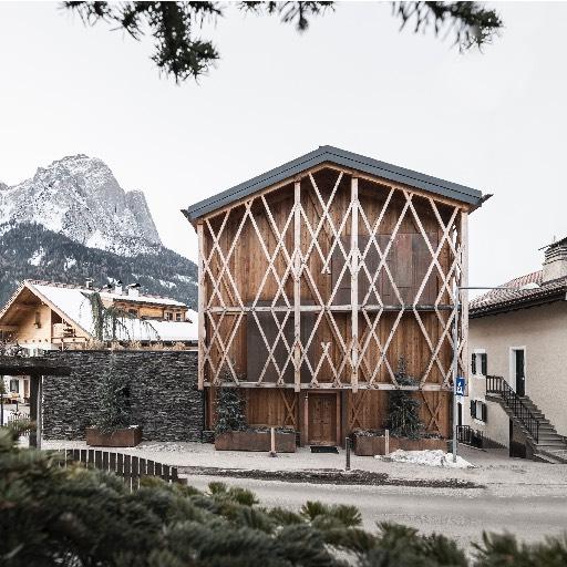Maison en bois design en Italie façade
