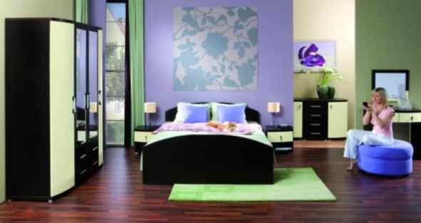 a green woman's young bedroom