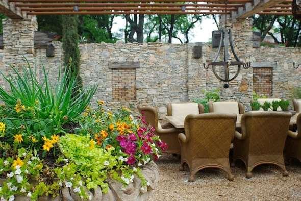 formal outdoor dining room