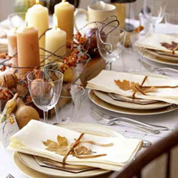 Fall leaves to decorate your dinner table