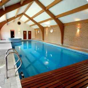 Steps & Hand Rail In Aluminum - Indoor Swimming Pool