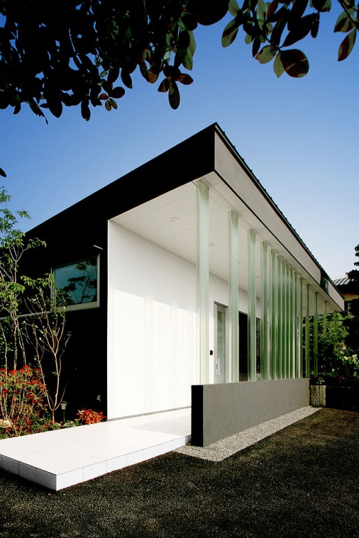 House with Glass louvers, Japan / by StudioGreenBlue