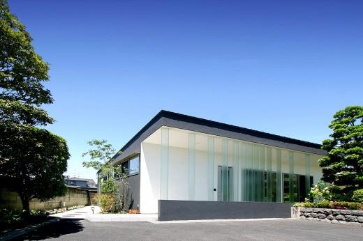 House with Glass louvers, Japan / by StudioGreenBlue