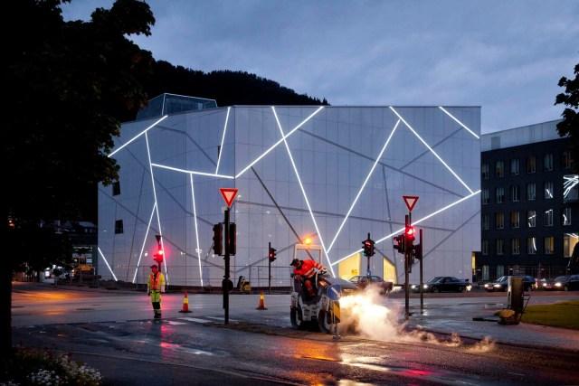 Sogn & Fjordane Art Museum / by C.F. Møller Architects
