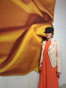 Celia Hadeler bij haar wandobject