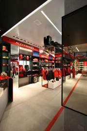 IMG_Ferrari-Store-Madrid-1