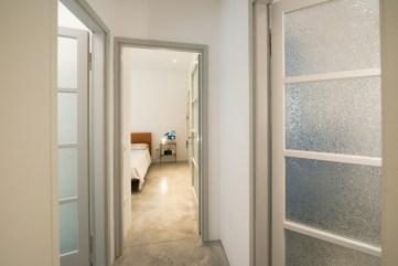 Il recupero paziente delle vecchie porte porta con se il sapore del tempo. Il colore è lo stesso impiegato nel 1959.