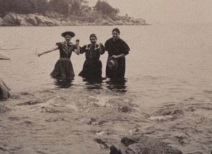 Louisa Dresel and two women in bathing suits at Mingo's Beach, Beverly, Mass., 1900. Image courtesy of Schlesinger Library.