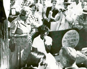 The now famous image of Grace Lorch (left) comforting Elizabeth Eckford (right).