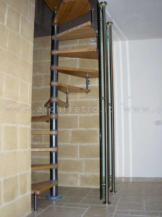 Parapetti per scale con fascione inox archivetro - Parapetti in vetro per scale ...