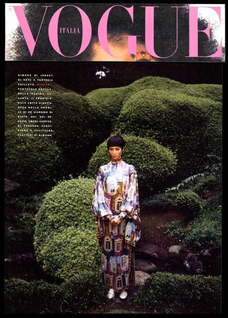 1990 VOGUE ITALIA Kimono in jersey di seta a fantasia paillete