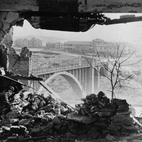 Batalla de Teruel, ayuntamiento conquistado por los republicanos. 1938