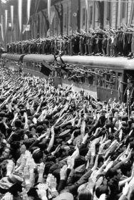 Divisionarios parten desde la estación del norte de Madrid en 1941.