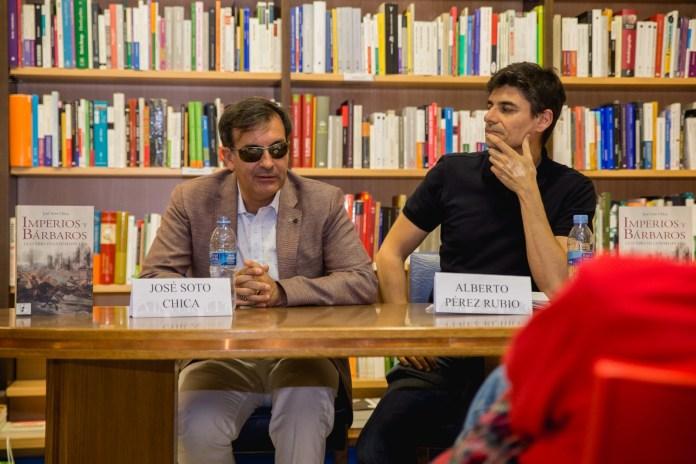 """José Soto Chica durante la presentación de """"Imperios y bárbaros: la guerra en la Edad Oscura"""""""