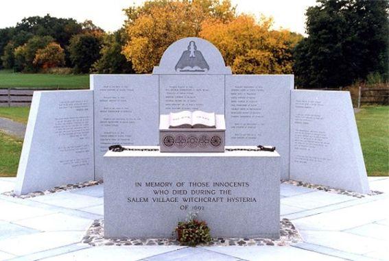 Fotografía del memorial a las víctimas de la caza de las brujas de la Salem (Richard B. Trask, 2013).