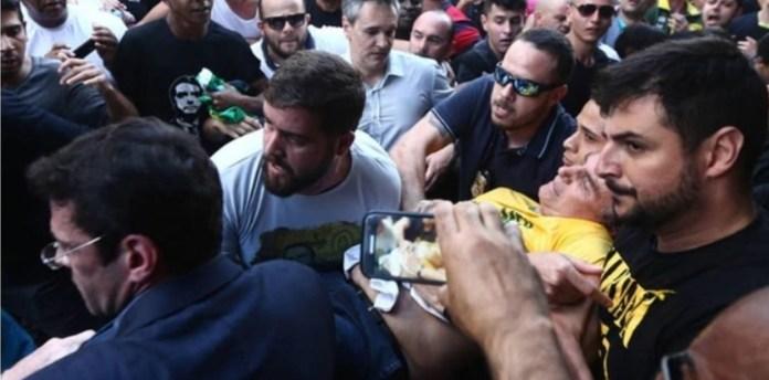 Bolsonaro tras recibir una puñalada