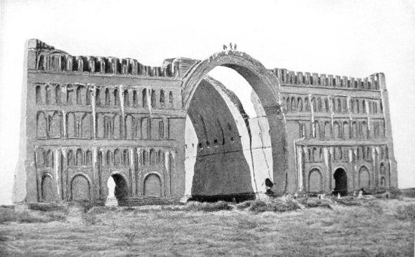 Taq-i Kisra (desconocido, 1864). Arco de Ctesifonte, parte del complejo palaciego de la ciudad, que sirvió como sala del trono. Mandado construir por Cosroes I en 540.