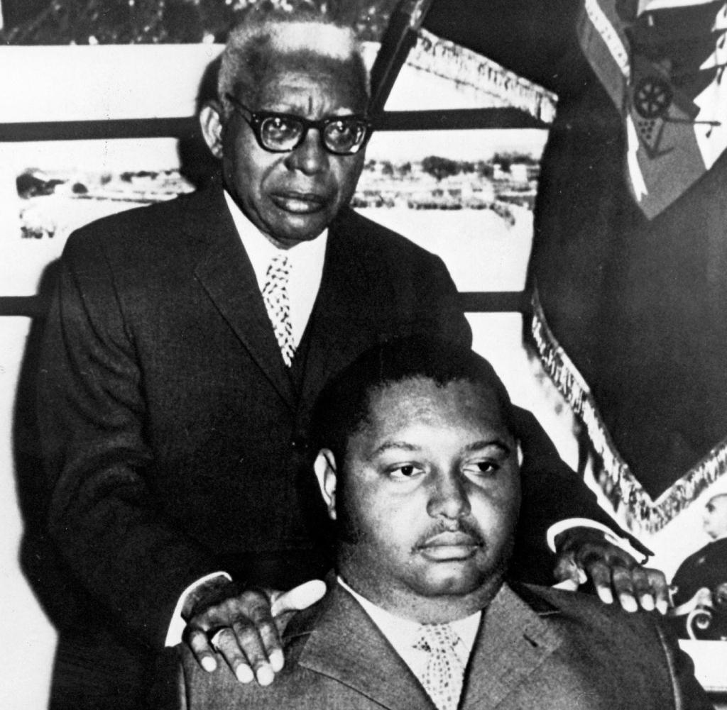 François Duvalier (de pie) junto a su hijo Jean-Claude Duvalier. - Archivos  de la Historia | Tu página de divulgación