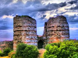 Castillo de Yoros, construcción bizantina del s.XIII para proteger el estrecho del Bósforo.
