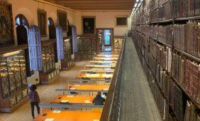 Sala Torres Amat. Sala de estudio para los estudiantes de Filología y donde se guardan en sus armarios y galería impresos de los siglos XVII XVIII. Biblioteca de Reserva UB.