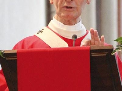 Monsignor Enrico Masseroni premiato dalla Famija Varsleisa come Vercellese dell'anno