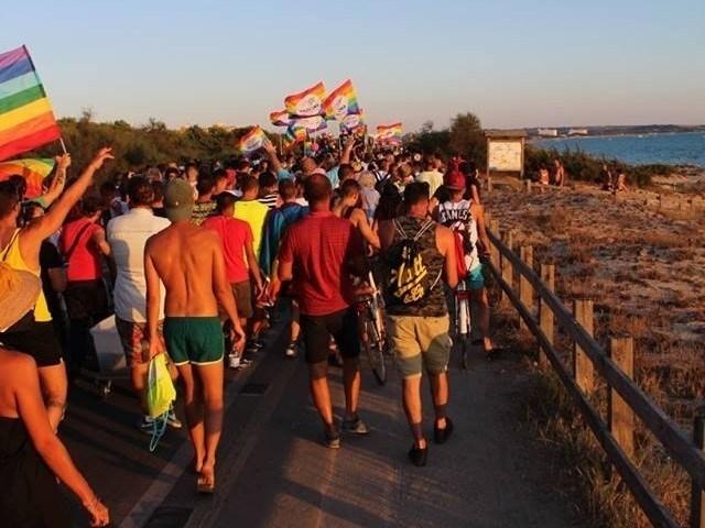 """LGBTI, Onda Pride oggi a Gallipoli. Arcigay: """"Dal nostro corteo l'appello allo sbarco immediato di tutti i migranti della Open Arms"""""""