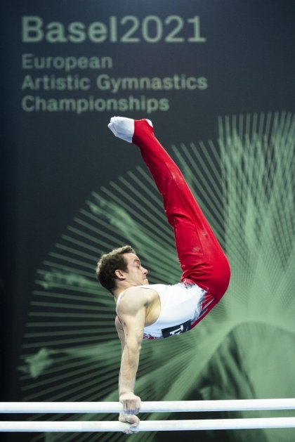 Baumann in bronze with parallel bars