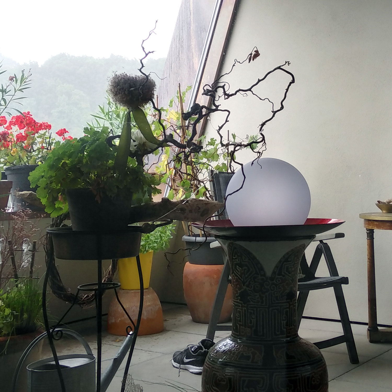 LED Kugellampe für Terrasse und Balkon
