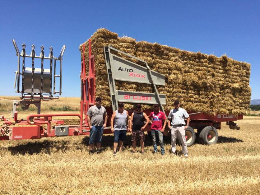 Giltrap AgriZone – Visit from New Zealand with the AutoStack FSX (bale chaser – stacker)