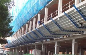 Marquesinas techadas de acceso y transito de obra