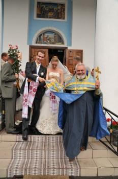 Свадебная фотография. Выход из церкви. Автор свадебный фотограф Сергей Рыжков