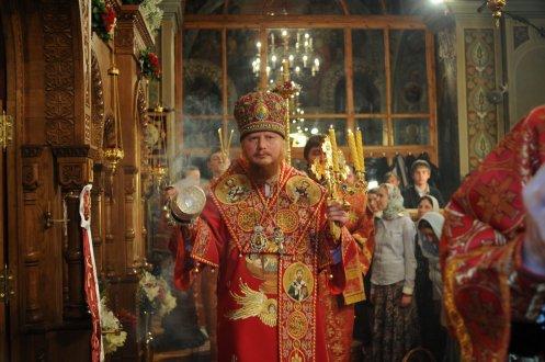 Фоторепортаж из Свято-Троицкого Ионинского монастыря о праздновании Светлого праздника Пасхи 397