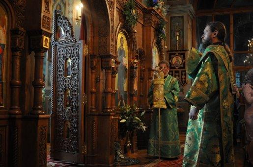 Святая Троица. Фотографии праздничного богослужения из Свято-Троицкого Ионинского монастыря.2013 год. 160