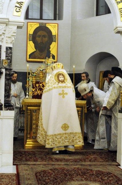Несколько фотографий с Рождественской службы из Свято-Троицкого Китаевского мужского монастыря. 34