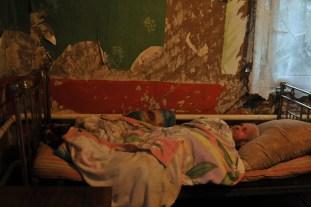Дядя Ваня. 87 лет. Ветеран Великой отечественной войны. Один из тех, на фоне которых так любят пиарится депутаты. Сегодня даже постели нет.... Не заслужил наверное....