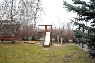 Детская площадка на церковном дворе