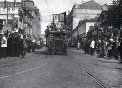 Знаменитый фотограф. «Была коптилка да свеча — теперь лампа Ильича». 95 лет назад. 37